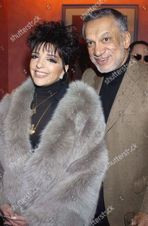 LIZA MINNELLI AND HER HOST GULU LALVANI - LIZA HAS A BINDHI ON HER FOREHEAD