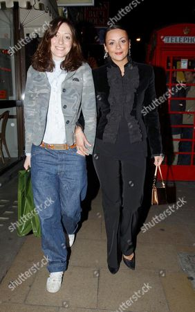MISS DEE AND MARTINE MCCUTCHEON LEAVING THE MAYFLOWER RESTAURANT - 06 FEB 2002