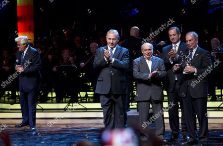 Former New York City Mayor Michael Bloomberg (R) is awarded the first Genesis Prize by Israeli Prime Minister Benjamin Netanyahu (2 L) in Jerusalem, 22 May 2013. At left is the host of the evening, TV comedian Jay Leno. Also on stage are Natan Sharansky (3 R), Chairman of the Jewish Agency for Israel and (4 R) Stan Polovets Co-founder and CEO of Genesis Philanthropy Group
