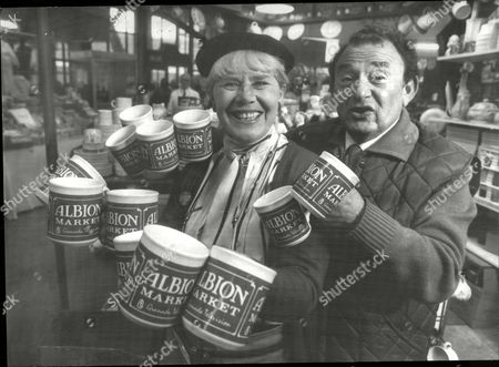 Editorial photo of Television Programme 'albion Market'. Carol Kaye And Bernard Spear. **1986 Pic**.