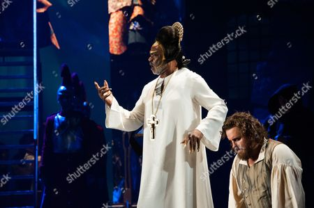 Willard White as the Pope and Michael Spyres as Cellini