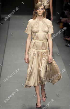 PRADA FASHION SHOW - HANNELORE KNUTS