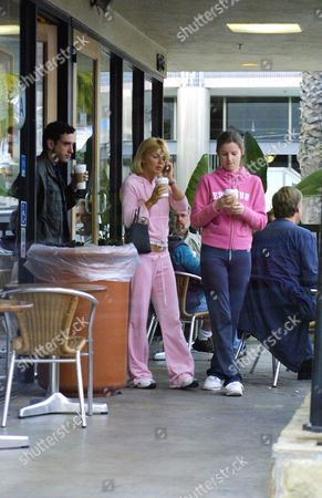Editorial picture of GERI HALLIWELL IN SANTA MONICA WITH HER SISTER, AMERICA - 27 MAR 2002