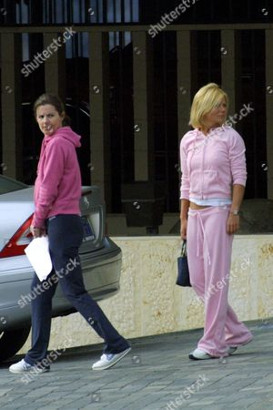 Stock Photo of GERI HALLIWELL WITH HER SISTER NATALIE JENNINGS