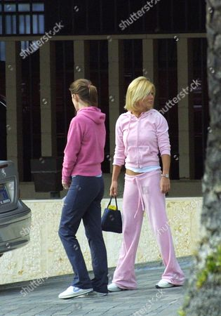 Stock Image of GERI HALLIWELL WITH HER SISTER NATALIE JENNINGS