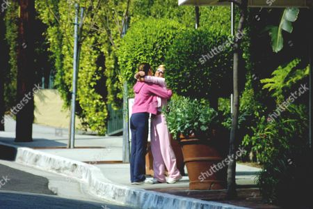 Editorial image of GERI HALLIWELL IN SANTA MONICA WITH HER SISTER, AMERICA - 27 MAR 2002