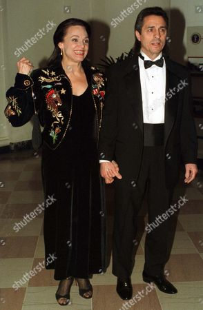 Valerie Harper and Tony Cacciotti arrive at The White House for a dinner in honor of the National Medal of Arts recipients.