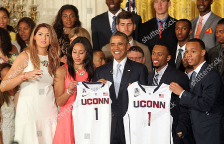 President Barack Obama receives a jersey from Stefanie Dolson, Bria Hartley, Ryan Boatright and Shabazz Napier of the University of Connecticut women's and men's basketball teams