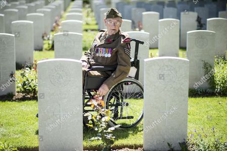 99 yr old Ken Scott of the Durham Light Infantry