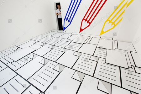 Paul Schneider in his work 'Blue Red Yellow'
