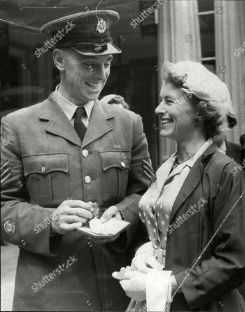 Raf Flt Sgt John Lees Showing His George Medal To His Wife Gwen.