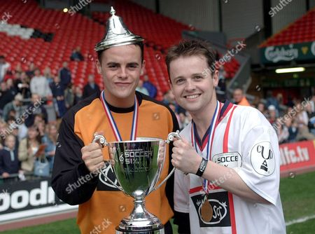 ANT AND DEC WITH THE SOCCER SIX CUP
