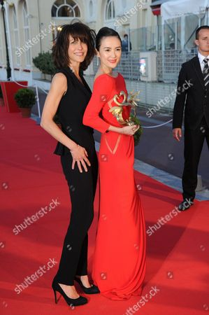 Zhang Ziyi (R) awarded 'Swan d'honneur' by Sophie Marceau