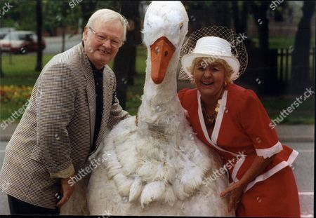 Actress Lynne Perrie Meets The Goose And John Inman Her Co-stars In Forthcoming Pantomime Mother Goose At The Davenport Theatre.