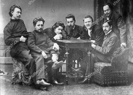 From left: s,g, skitalets (petrov), l,n, andreev, a,m, gorky (gorki), n,d, teleshov, f,i, shalyapin, i,a, bunin, e,n, chirikov, group of writers and critics who contributed to znaniye publishing house, Russia, 1900s.