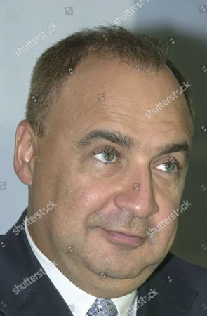 Access industries chairman len blavatnik attends a press conference announcing the launch of tnk-bp oil firm, Moscow, Russia, September 12, 2003.