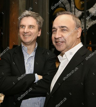 Highland gold mining pr director Vladimir yakushkin and access industries president leonard blavatnik, l-r, pictured before a reception to mark the opening of the ll Moscow biennale of contemporary art in the bon restaurant, Russia, march 1, 2007.