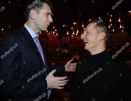 Moscow, Russia, December 30, onexim group president Mikhail prokhorov (l) and restaurateur stepan mikhalkov attend the premiere of fyodor bondarchuk's movie the inhabited island.