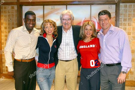 ROBBIE EARLE WITH GARTH CROOKS, DES LYNAM ANDIE TOWNSEND AND THE OPERA BABES