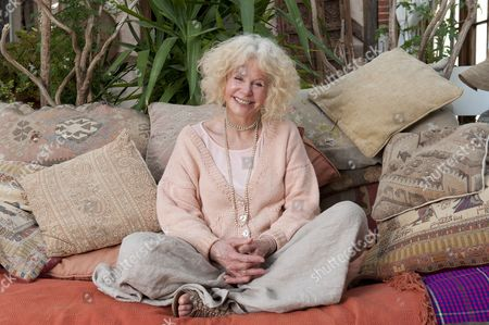 Sarah Miles At Her Healing Centre In Her Home At Chithurst Manor West Sussex.