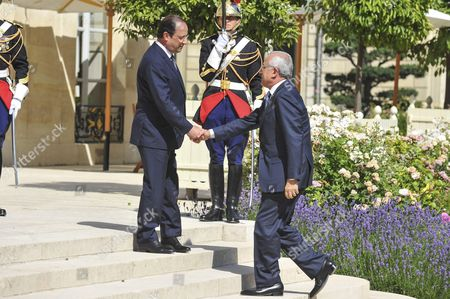 French President Francois Hollande and the Lebanese President Michel Suleiman shake hand at the arrival of the Lebanese President