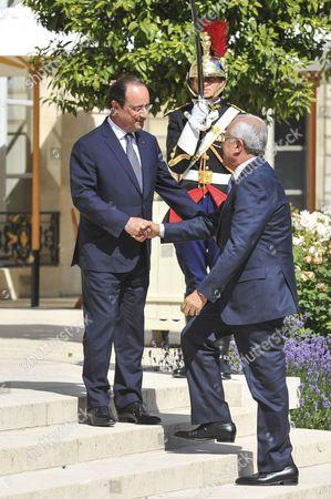 French President Francois Hollande and the Lebanese President Michel Suleiman shake hands