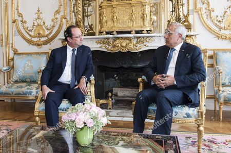 French President Francois Hollande and Michel Suleiman pose prior to a meeting