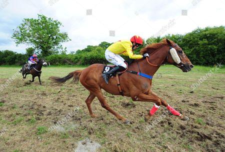 Abbeyfeale (Horse & Pony Races) WALKING ON CARS & Jack Kennedy Win The Noel Hartnett Memorial Plate.