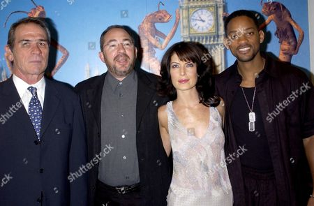 TOMMY LEE JONES WITH BARRY SONNENFIELD, LARA FLYNN BOYLE AND WILL SMITH