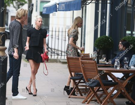 Poppy Delevingne with her husband James Cook and friends having dinner at Il Baretto