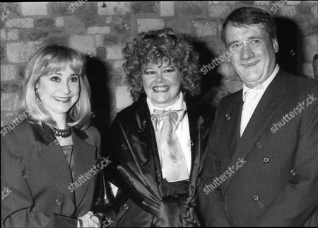 Patricia Viscountess Rothermere With Evening Standard Editor John Lees And Actress Felicity Kendal At The Evening Standard Drama Awards In 1986.