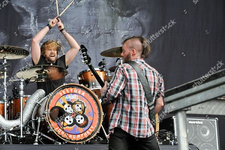 John Humphrey (L) and Dale Stewart with Seether perform
