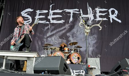 Dale Stewart (L) and John Humphrey with Seether perform