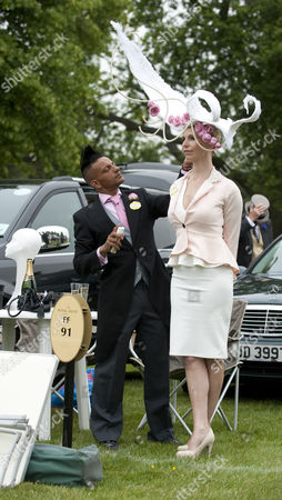 Anneka Tanaka-svenska Has Her Look Prepared By Milliner Louis Mariette In Car Park For The Royal Enclosure On Day One Of Royal Ascot 18.06.2013.