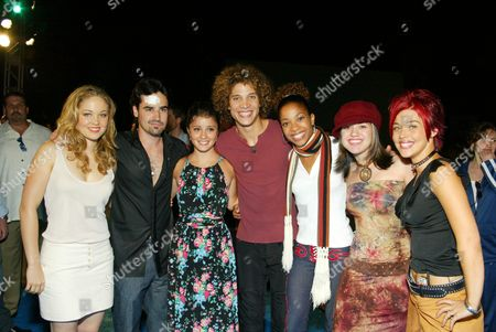 08/19/02  Los Angeles, CA Erika Christensen, Jesse Bradford, Shiri Appleby and American Idol Finalist(l-r) Justin Guarini, Tamyra Gray, Kelly Clarkson and Nikki McKibbin. Twentieth Century Fox presents the world premiere of 'Swimfan'.  The premiere marked the World's first Dive-In Movie Screening and Pool Party. Photo@Eric Charbonneau/BEImages.net