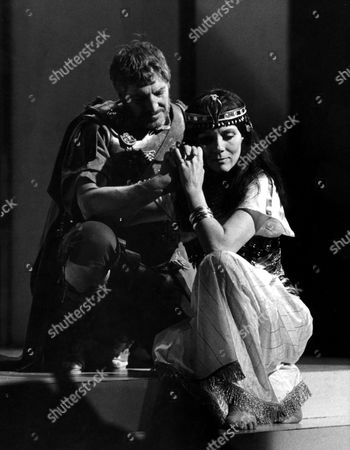 DENIS QUILLEY AND DIANA RIGG IN 'ANTHONY AND CLEOPATRA'