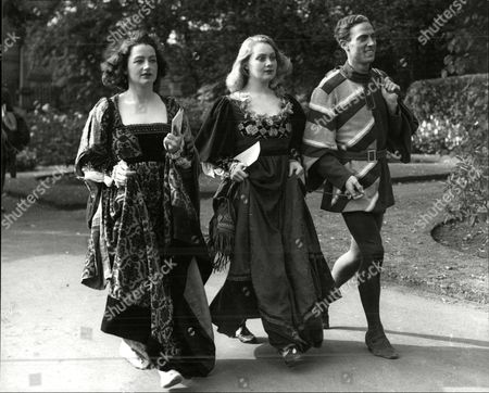 Jane Hewell Emrys Leyshon And Diana Fairfax After A Performance At Dunfermline Abbey.