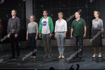 Daniel Casey (Roger Shears), Emily Joyce (Judy), Graham Butler (Christopher Boone), Sarah Woodward (Siobhan), Nicolas Tennant (Ed) and Gay Soper (Mrs Alexander)