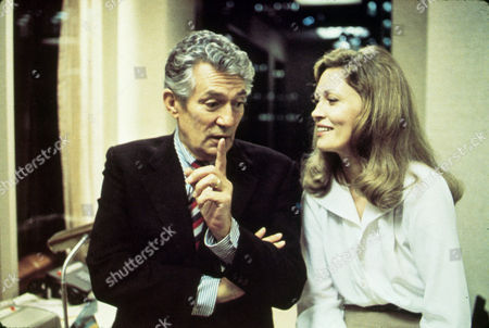 'NETWORK' WITH 1976, CONVERSATION, FAYE DUNAWAY, PETER FINCH, OFFICE IN 1976