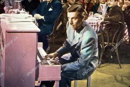 FILM STILLS OF 'NIGHT SONG' WITH 1948, ACCESSORIES, HOAGY CARMICHAEL, PIANO, PLAYING THE PIANO, RESTAURANT IN 1948