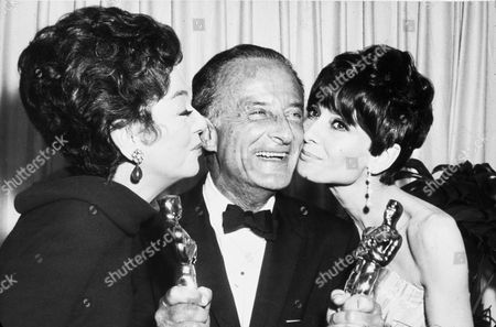 FILM STILLS OF 'MAN FOR ALL SEASONS' WITH AWARDS - OSCARS, 1966, ACADEMY AWARDS CEREMONIES, ACCESSORIES, AWARDS - ACADEMY, BEST DIRECTOR, BEST PICTURE, AUDREY HEPBURN, OSCAR (ACADEMY AWARD STATUE), ROSALIND RUSSELL, SANTA MONICA CIVIC AUDITORIUM, FRED ZINNEMANN, OSCAR RETRO, SURROUNDED BY WOMEN, ATTENTION IN 1966