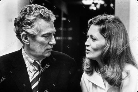 'NETWORK' WITH AWARDS - OSCARS, 1976, AWARDS - ACADEMY, BEST ACTOR, BEST ACTRESS, FAYE DUNAWAY, PETER FINCH, OSCAR RETRO, OSCAR (MOVIE) IN 1976