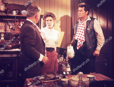 FILM STILLS OF 'SUPPORT YOUR LOCAL SHERIFF' WITH 1969, JAMES GARNER, JOAN HACKETT, BURT KENNEDY, HENRY MORGAN IN 1969