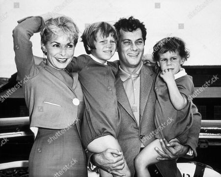 FILM STILLS OF 1961, JAMIE LEE CURTIS, KELLY LEE CURTIS, TONY CURTIS, FAMILIES (REAL), JANET LEIGH IN 1961