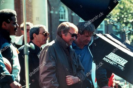 FILM STILLS OF 'REGARDING HENRY' WITH 1991, HARRISON FORD, MOVIE CAMERA, MOVIE CREW, MOVIE SET, MIKE NICHOLS, BILL NUNN, GIUSEPPE ROTUNNO IN 1991