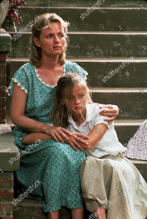 FILM STILLS OF 'MAN IN THE MOON' WITH 1991, TESS HARPER, ROBERT MULLIGAN, REESE WITHERSPOON IN 1991