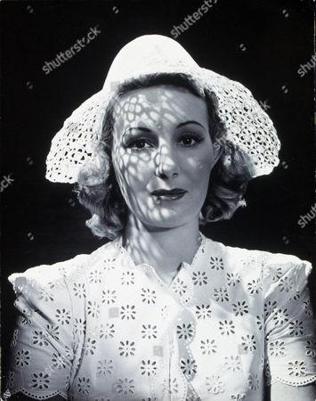 FILM STILLS OF 1940, BINNIE BARNES IN 1940