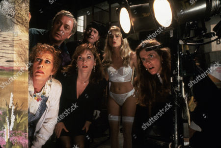 FILM STILLS OF 'NOISES OFF' WITH 1992, PETER BOGDANOVICH, CAROL BURNETT, MICHAEL CAINE, DENHOLM ELLIOTT, ENSEMBLE, JULIE HAGERTY, MARILU HENNER, NICOLETTE SHERIDAN IN 1992