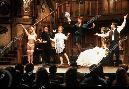FILM STILLS OF 'NOISES OFF' WITH 1992, PETER BOGDANOVICH, CAROL BURNETT, DENHOLM ELLIOTT, ENSEMBLE, MARILU HENNER, CHRISTOPHER REEVE, JOHN RITTER, NICOLETTE SHERIDAN IN 1992