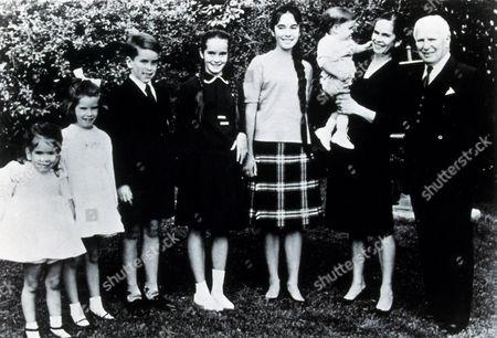 FILM STILLS OF 1963, ANNETTE CHAPLIN, CHARLES CHAPLIN, CHRISTOPHER CHAPLIN, EUGENE CHAPLIN, JANE CHAPLIN, JOSEPHINE CHAPLIN, OONA O'NIELL CHAPLIN, VICTORIA CHAPLIN, ENSEMBLE, FAMILIES (REAL), CHARLIE CHAPLIN IN 1963
